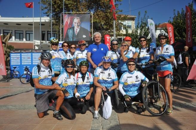 Çeşme Belediye Başkanı Dalgıç, bisikletçileri yalnız bırakmadı