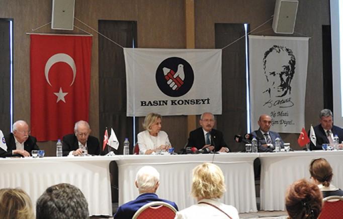 Kılıçdaroğlu, Çeşme'de gerçekleşen Basın Konseyi toplantısına katıldı